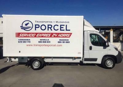 Camión Transportes y Mudanzas Porcel en Lucena